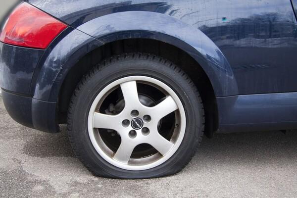 Tokom utakmice Crvena zvezda – PSG bušene gume na vozilima iz Novog Sada, Republike Srpske...
