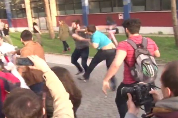 Kako je došlo do incidenta na protestu u Novom Sadu