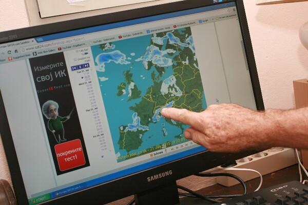 Laptop umesto šivaće mašine: Novosadski penzioneri na Internetu