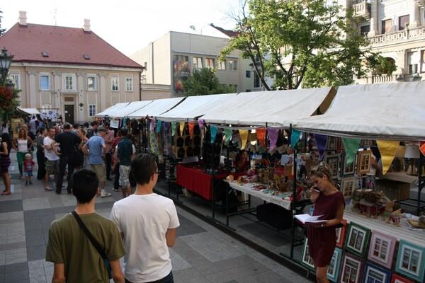 """Art eko market"": Procvat kreativnosti u Katoličkoj porti (FOTO)"