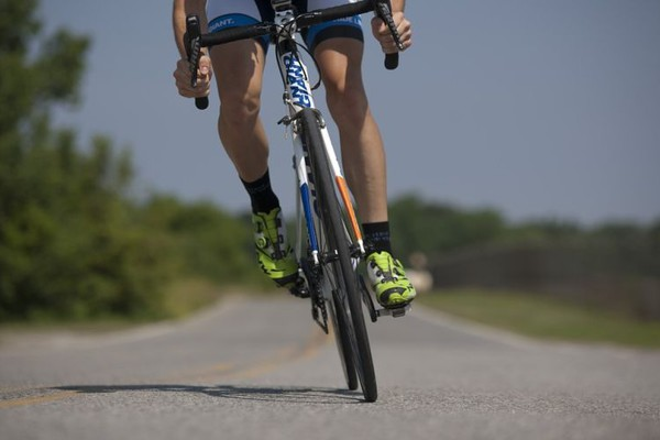 NESREĆA NA BULEVARU EVROPE: Oboren biciklista, bez svesti prevezen u Urgentni centar