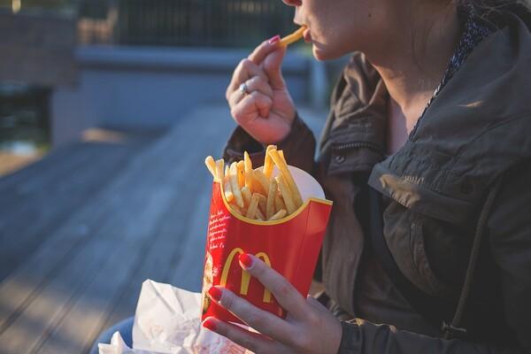 Nepravilna ishrana mladih uzročnik psihičkih poremećaja u kasnijem dobu