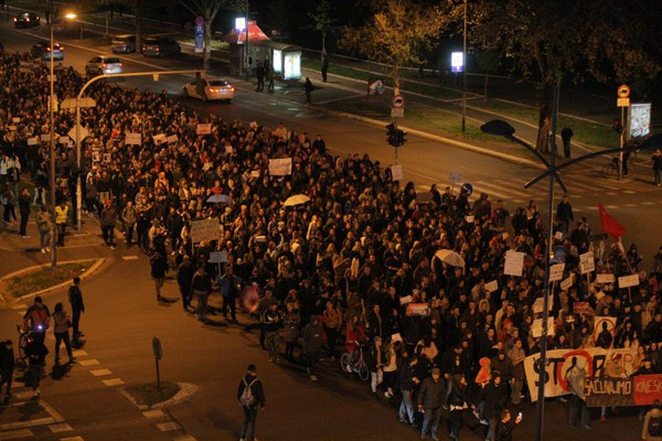FOTO: U Novom Sadu održan peti, najmasovniji Protest protiv diktature