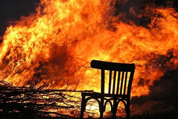 POŽAR U NOVOM SADU: Zapalio se krevet, troje povređeno