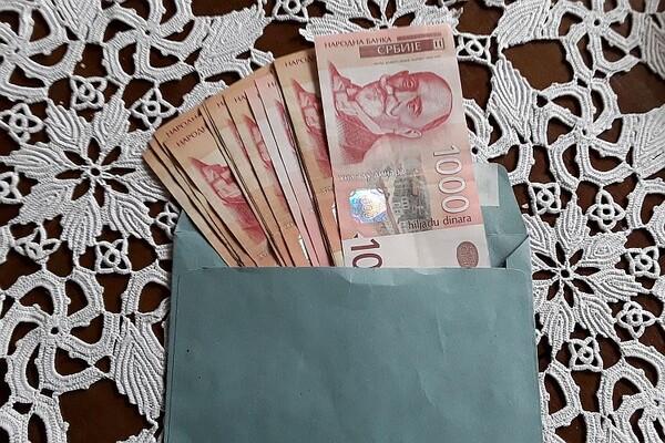 Država povećava dnevnice sa 150 na 800 dinara