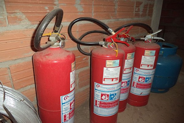 NS: Krao i prodavao protivpožarne aparate i delove hidranata