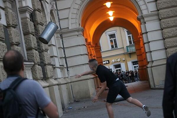 UNS: U Srbiji tokom demonstracija napadnuto 28 novinara