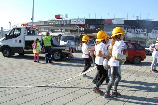FOTO: Novosadski mališani izveli demonstraciju gašenja požara
