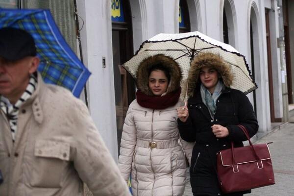 Vreme danas: Oblačno i hladnije, kiša i sneg, najviša dnevna u NS oko 5°C