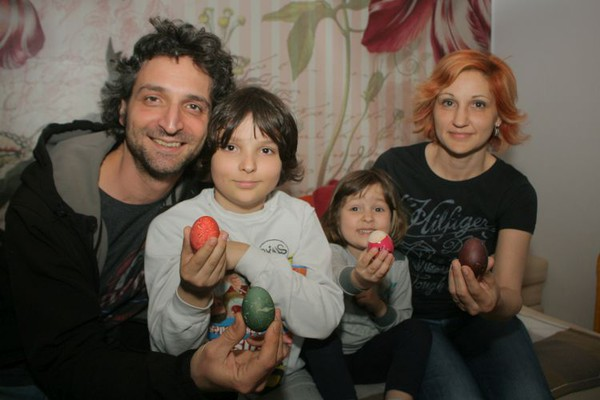 RAZLIČITOST KOJA SPAJA: Porodica u kojoj se slavi i Uskrs i Vaskrs