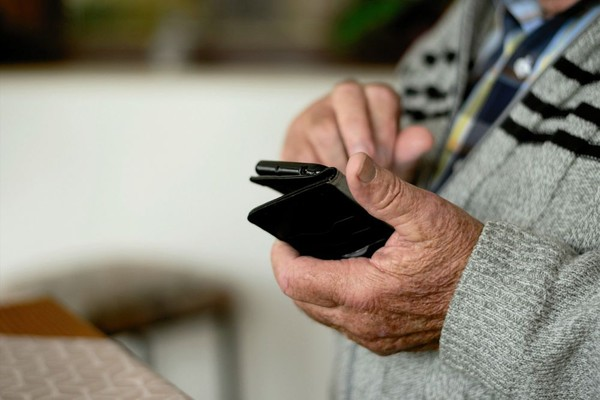 Kako podići novac za lica starija od 65 godina?