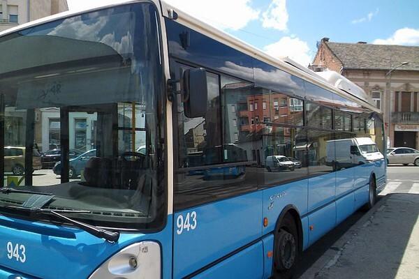 STEPANOVIĆEVO: Huligani razbili prozore na autobusu JGSP
