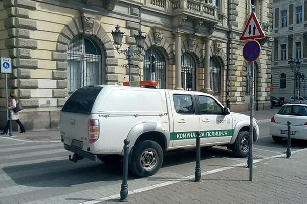 Komunalna policija mora imati tablu sa obaveštenjem na vozilu ukoliko snima parkiranje