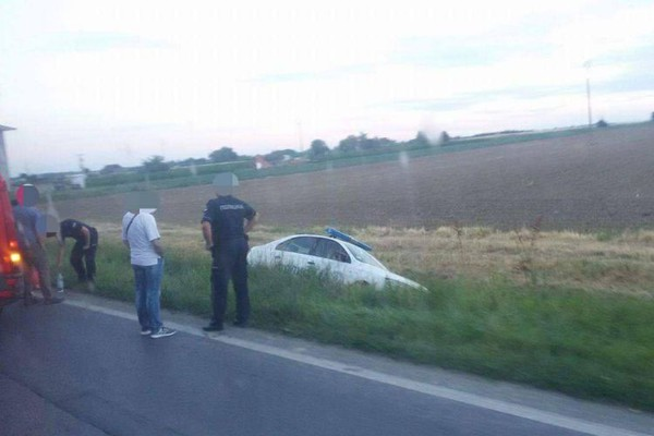 Policijski automobil sleteo s puta između Futoga i Begeča (FOTO)