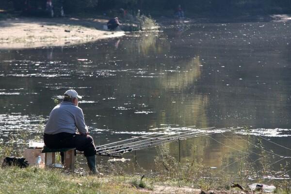"LEPO VREME IZMAMILO NOVOSADSKE PECAROŠE: ""Ne vičite, plašite mi ribu"" (FOTO)"