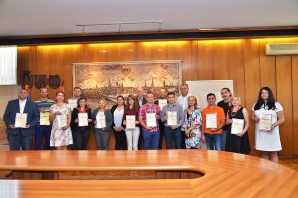"""FOTO: Dodeljene zahvalnice učesnicima akcije """"Dan jednakih plata"""""""