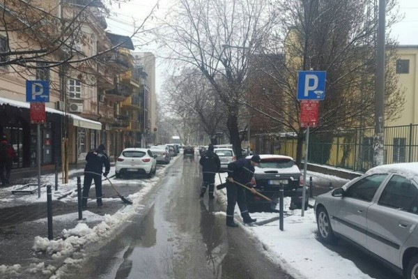 Zimska služba Grada obaveštava da se parking mesta čiste po prioritetima