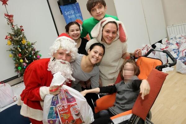 Novogodišnja predstava i paketići za decu sa posebnim potrebama