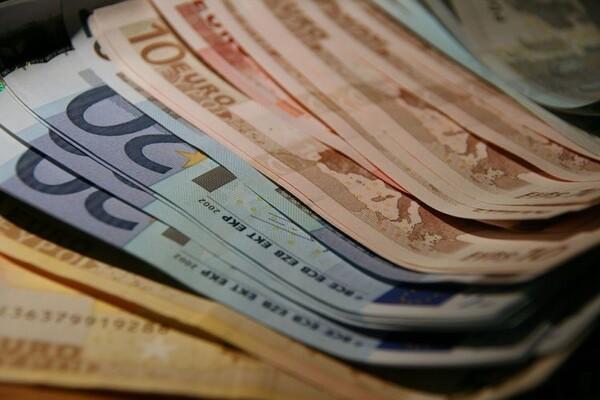 ZA SVAKU POHVALU: Portir GSP pronašao i vratio vlasniku torbicu sa 11.000 evra (FOTO)