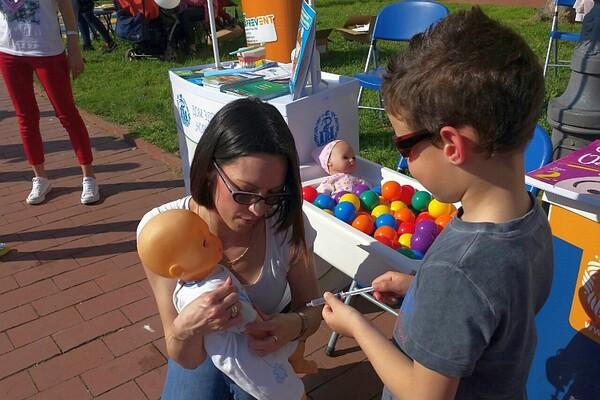 """Dom zdravlja na """"Baby Exitu"""": Mama, tata, zaštiti me, vakciniši me (FOTO)"""