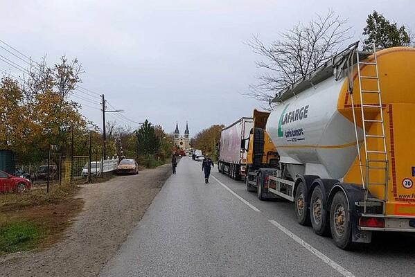 FOTO: Teška saobraćajna nesreća na ulazu u Petrovaradin, poginuo muškarac