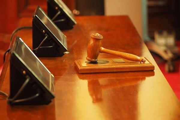 PRIMALI MITO: Uhapšena dva predsednika suda i sudija