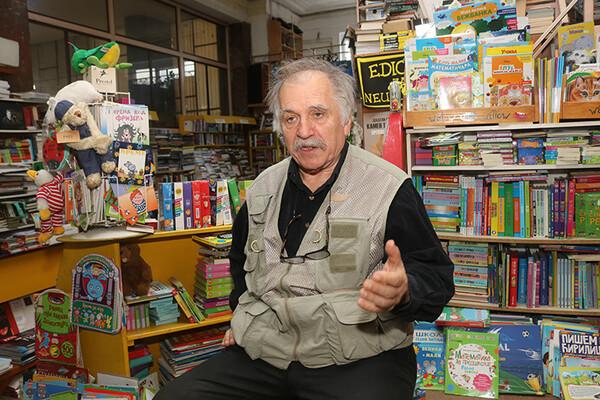 Radmilo Mulić, knjižar: Uz pomoć mašte i sa malo stvari mogu da stvorim ono što drugi ne bi mogli
