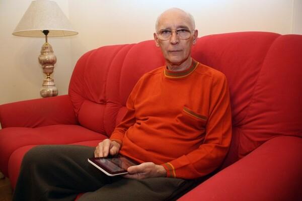 NOVOSAĐANI: Penzioner koji je zavoleo Fejsbuk