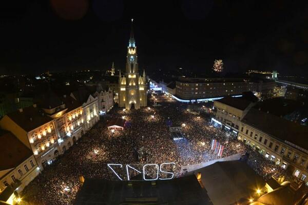 Više od 40.000 ljudi uživalo sinoć na novosadskim ulicama FOTO