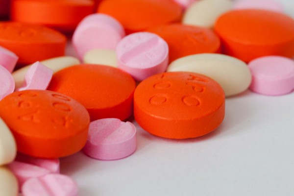 Novosadska policija kod dve tinejdžerke pronašla skoro 100 tableta ekstazija