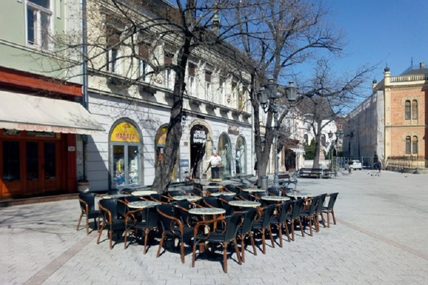 Vlada Srbije skratila radno vreme kafića, prodavnica, bioskopa, kladionica... do 21 sat