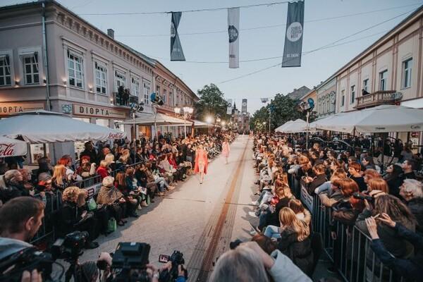 "FOTO: U Zmaj Jovinoj spektakularno otvoren ""Serbia Fashion Week"""