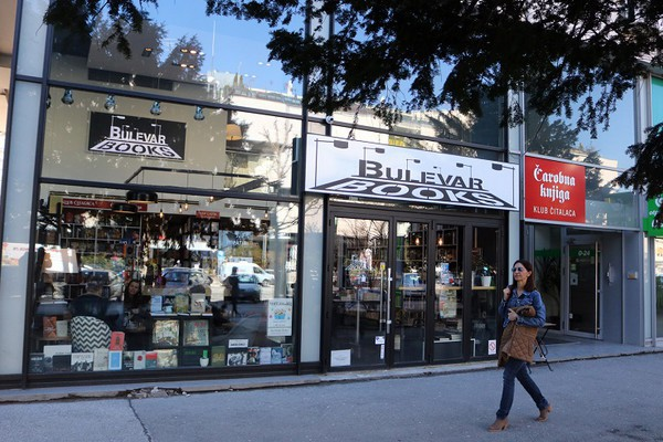 Akcija živeti uspravno 0,1%: Veče poezije i rasprodaje knjiga