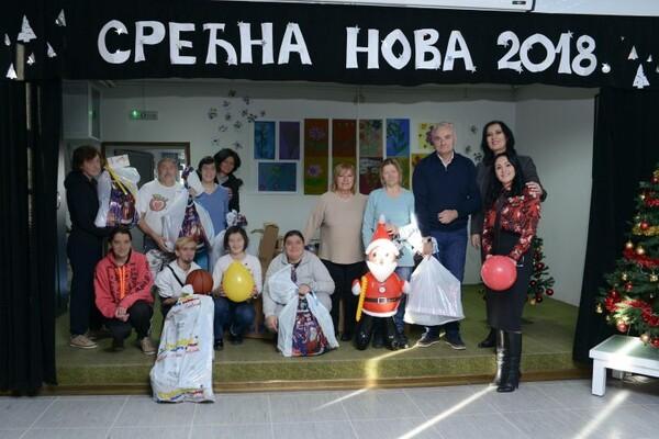 Počasna građanka Novog Sada poslala pomoć za Dom u Veterniku (FOTO)