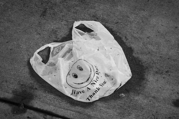 OSLUŠKUJEMO: Jesu li plastične kese Novosađanima skupe?