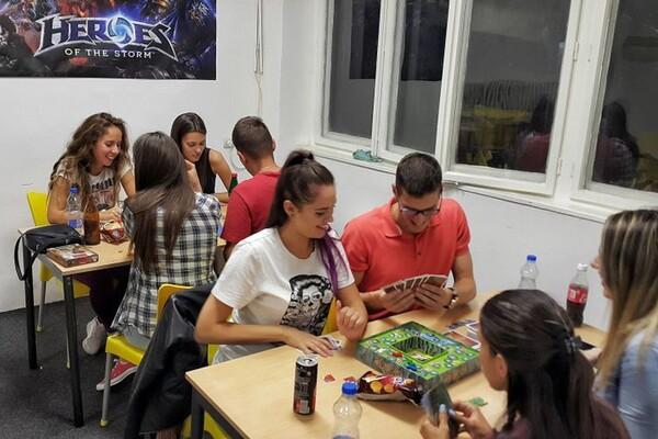 """POSETILI SMO """"GAMING CENTAR"""": Kreativni Novosađani u svetu društvenih igara (FOTO)"""