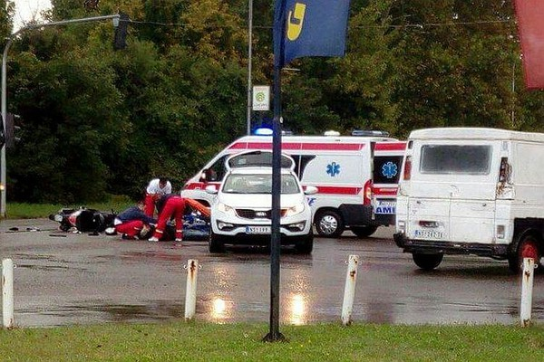FOTO: Udes na Podbari, povređen motociklista