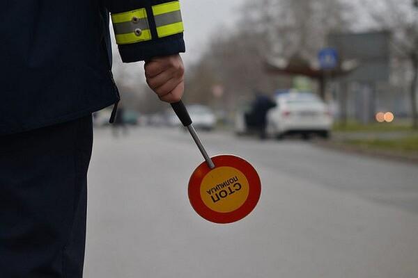 Saobraćajna policija kažnjava i za nevezivanje pojasa na zadnjem sedištu