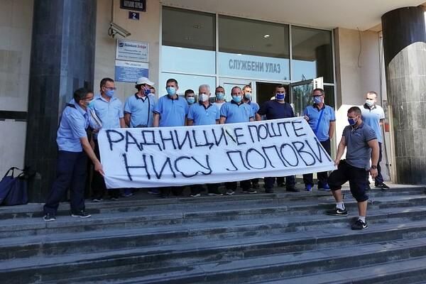 NOVOSADSKI POŠTARI: Nismo lopovi, gnev javnosti se prelama na našim leđima (FOTO)