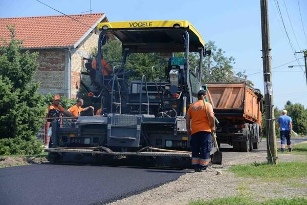 FOTO: Napreduju radovi na izgradnji kanalizacije u Rumenki