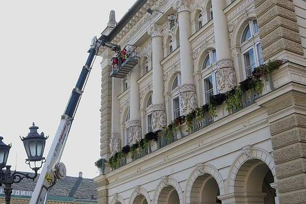 Nabavka novogodišnjih ukrasa koštaće Grad više od 19 miliona RSD