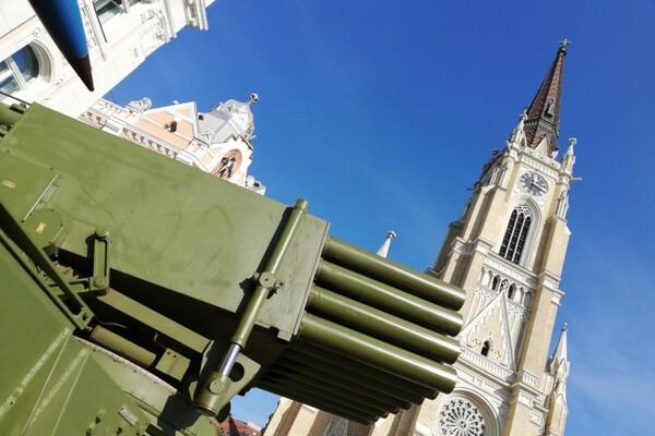 FOTO:  Vojska Srbije danas i sutra predstavlja opremu i naoružanje na Trgu slobode