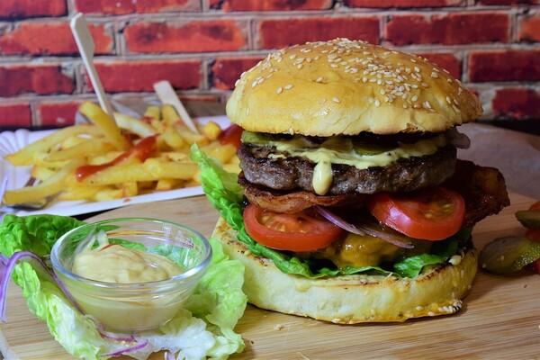 ISTRAŽUJEMO: Evo gde u Novom Sadu možete pojesti odličan burger (FOTO)