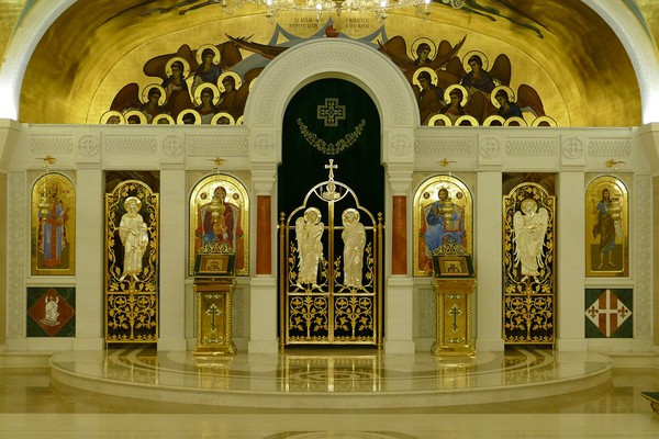 BEOGRAD: Vernici na liturgiji u dvorištu crkve uprkos apelima i preporukama