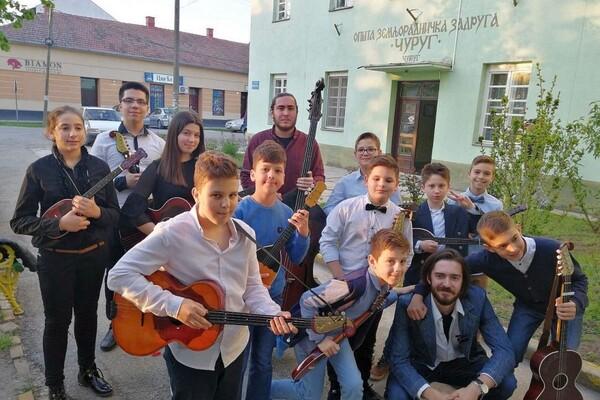 NOVI SAD JE I PRESTONICA TAMBURE: Mladi čuvaju autentičnu vojvođansku muziku