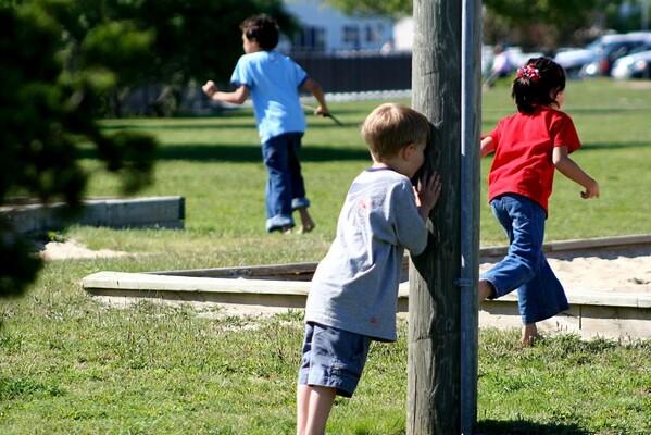 ŽMURKE I MASNE FOTE NA NOVI NAČIN: Kako bi izgledale popularne dečije igre u svetu odraslih