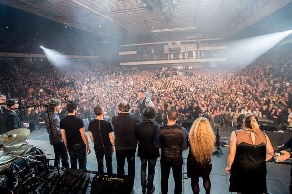 FOTO I VIDEO: Džiboni priredio spektakl za 10.000 Novosađanki (i po kojeg Novosađanina)