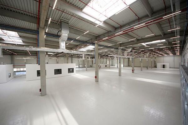 Novoizgrađena fabrika u Novom Sadu zapošljavaće oko 500 radnika (FOTO)