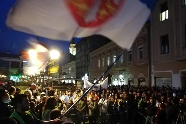 "(FOTO I VIDEO) Na devetom protestu ""1 od 5 miliona"" u NS građani pozvani na veliki skup 13. aprila"