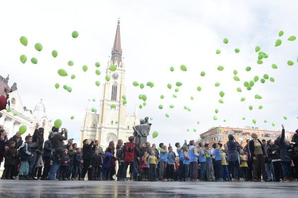 """""""I ja se borim"""": Puštanjem na stotine balona obeležen Svetski dan dece obolele od raka (FOTO)"""